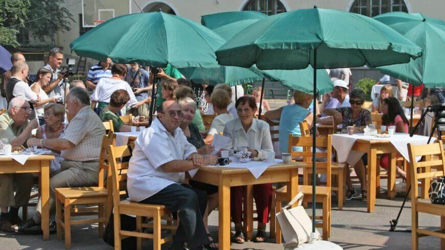 Întâlnirea Mondială debutează într-o atmosferă de picnic